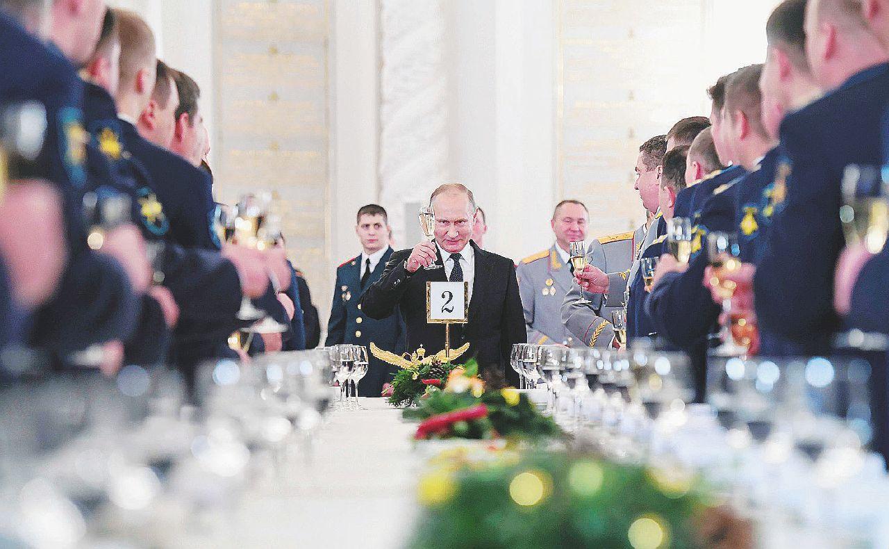 """Il senso di Putin per le elezioni: """"Sparare a vista"""""""