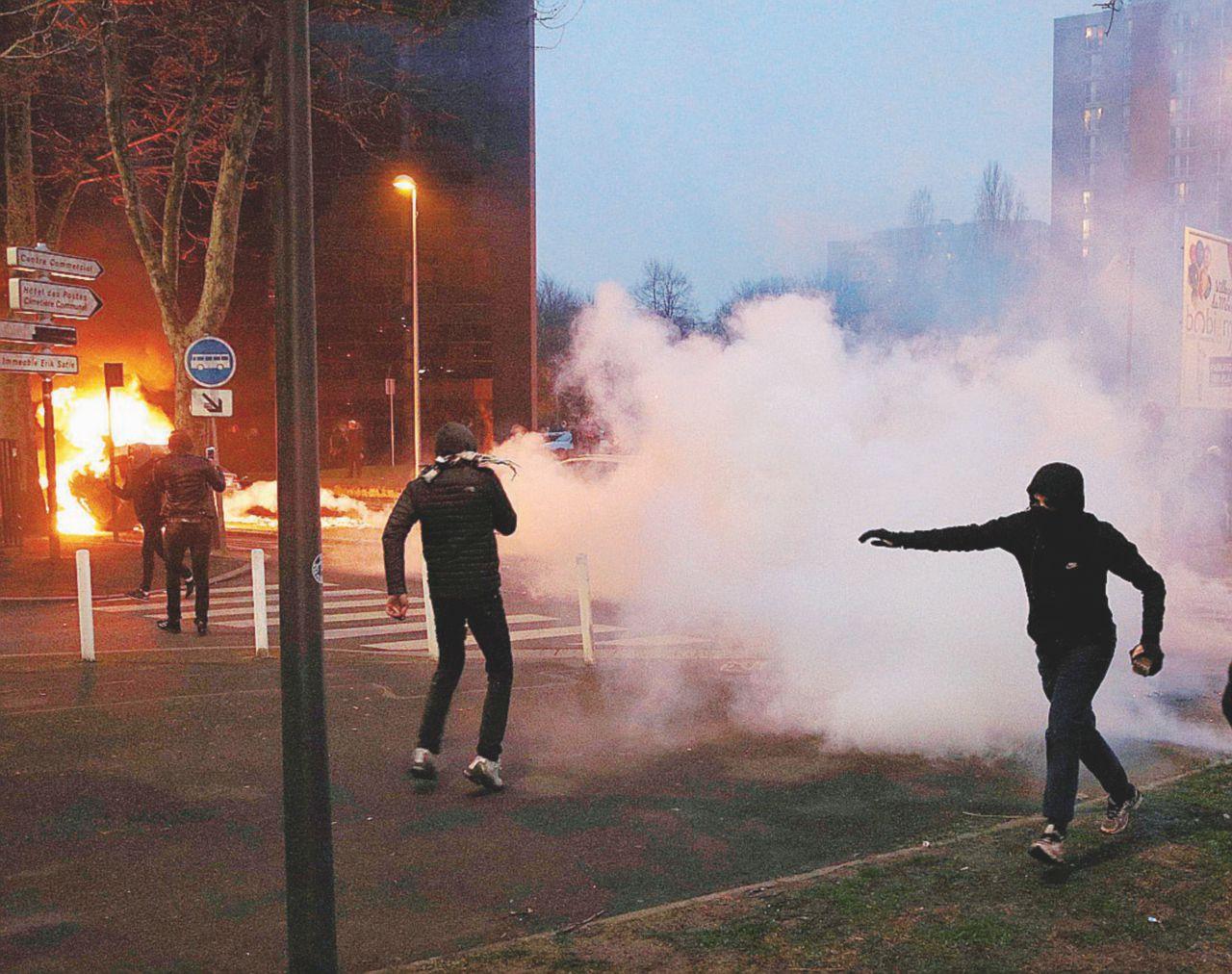 """Polizia nelle banlieue e retate: quel che resta è ancora """"L'odio"""""""