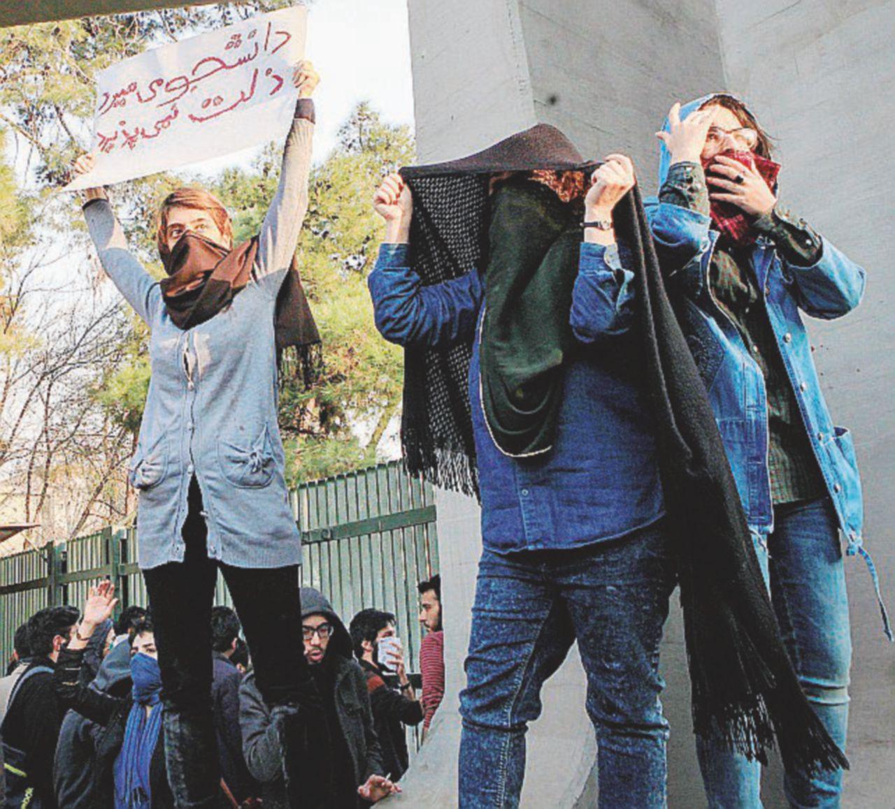 Grosso guaio in Iran, Rouhani non dorme sereno