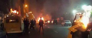 """Iran, si moltiplicano le proteste contro il governo: """"Dodici morti dopo il discorso di Rohani. Assalti alle basi militari"""""""