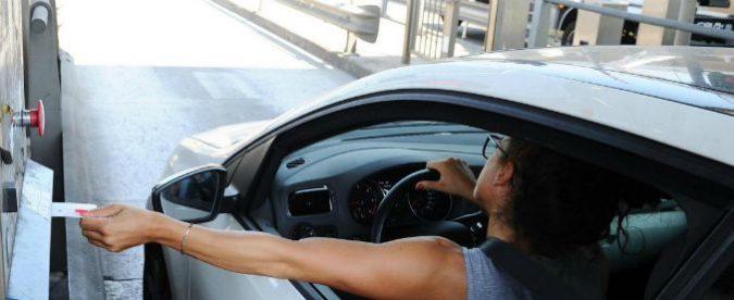 Autostrade, l'aumento dei pedaggi? Un altro regalo del governo ai concessionari