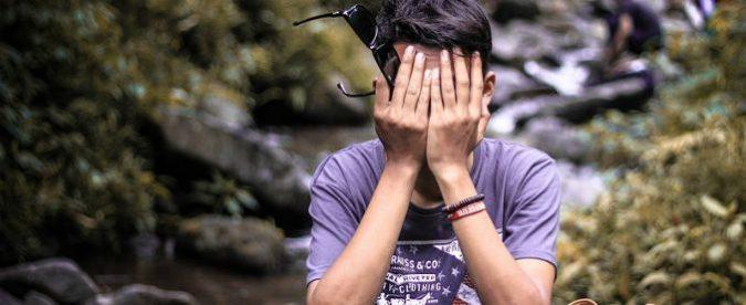 Autolesionismo fra gli adolescenti, minacciare di farsi male è un gesto forte per orientare l'attenzione