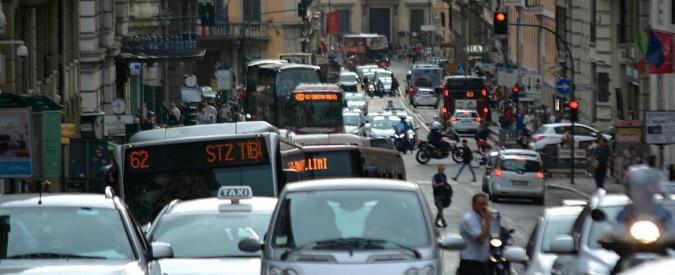 Dieselgate, la raccolta fondi per far monitorare l'aria ai cittadini. Il progetto a Milano, Roma, Brescia e Bologna