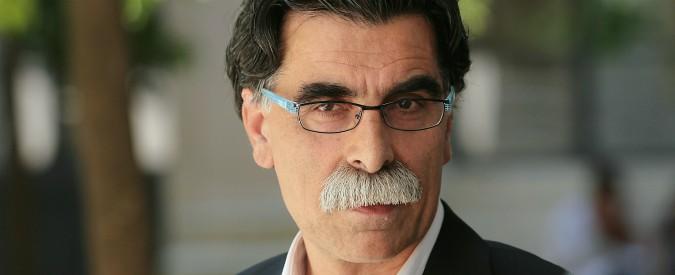 """Iran, Kader Abdolah: """"Questa protesta è diversa: in strada è scesa gente comune, abbiamo capito che il regime può cadere"""""""