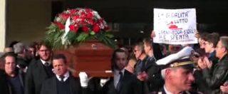 """Funerali Imposimato, palloncini rossi e l'abbraccio degli esponenti M5s. Raggi: """"Grave perdita per tutti"""""""