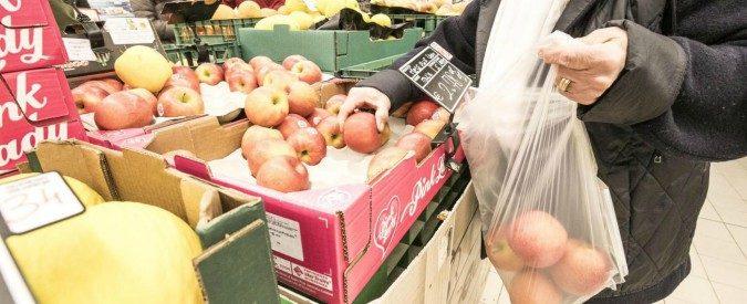 Sacchetti per la frutta a pagamento, un altro bel disastro all'italiana