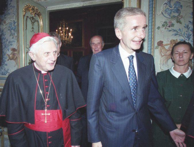 """Fine della dolce vita """"nera"""": la Corte Papale si è estinta"""