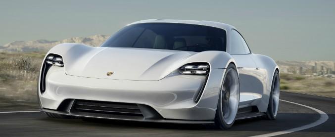 Porsche, un 2017 da record. Aspettando l'elettrica pura Mission E