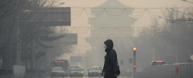 """Cina, il business dei """"rifugiati"""" dello smog che spazza via villaggi e ambienti naturali"""