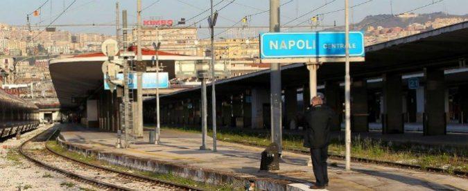 Muore in stazione a Napoli in attesa dell'ambulanza, l'umanità è finita