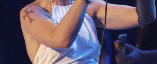 Dolores O'Riordan, addio alla cantante dei Cranberries. Da Zombie a Salvation, la sua voce è quella di una generazione