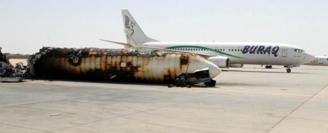 Libia, scontri all'aeroporto di Tripoli: salgono a 20 i morti, 63 feriti. Milizia ha assaltato la prigione interna allo scalo