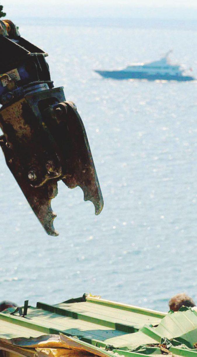 Vogliono insabbiare il mare per salvare le case abusive