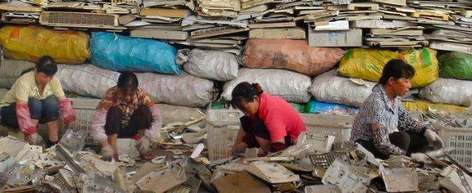 La Cina blocca le importazioni di plastica da riciclare, siamo ufficialmente nei guai