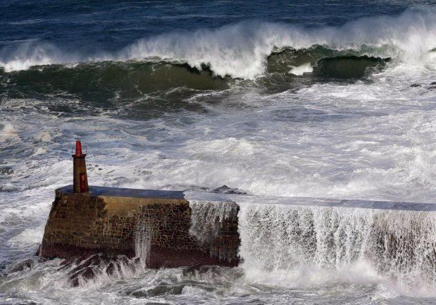 Maltempo, l'uragano Friederike flagella il Nord Europa: cinque morti, voli cancellati e traffico ferroviario ...