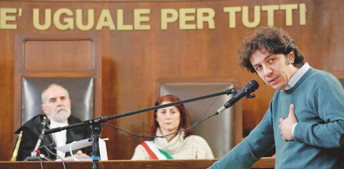 """Dj Fabo, la pm: """"Rifiuto di essere l'accusa. Io sono lo Stato, assolvete Cappato"""""""
