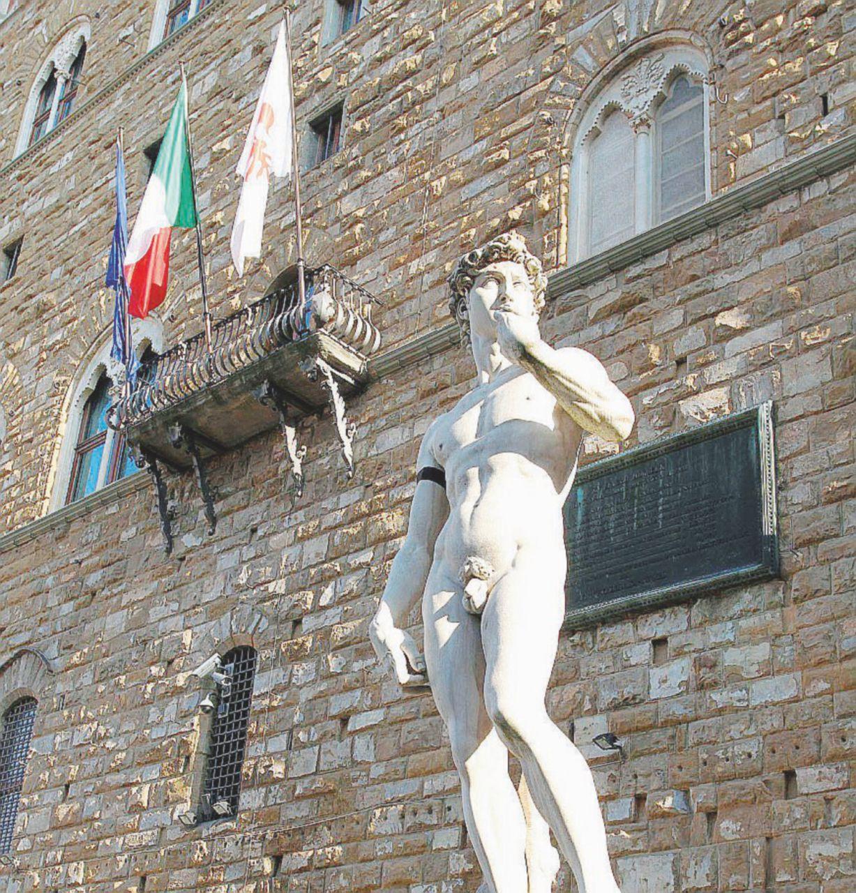 In Edicola sul Fatto Quotidiano del 19 gennaio: Renzi & Nardella, la figlia della pm bocciata e assunta