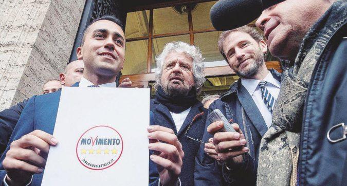 """M5S, nuovo simbolo e promemoria di Grillo per Di Maio: """"Alleanze, mai"""""""
