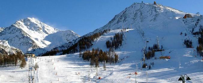 Sestriere, 31enne morto sulle piste da sci: ha sbattuto contro la barriera paravento