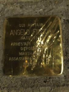 """Giorno della Memoria, danneggiata a Milano la pietra d'inciampo in ricordo di Angelo Fiocchi. Pd: """"Oltraggio ..."""