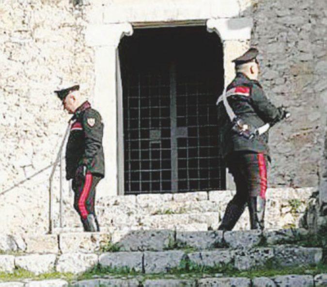Il padre si impicca in chiesa: la figlia nel tema di italiano aveva denunciato i suoi abusi