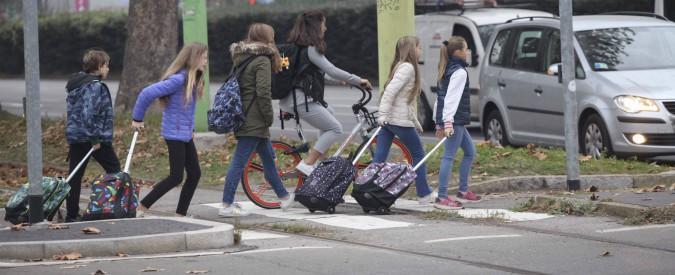 """Scuola, stop ai genitori ritardatari: il comune di Vaprio d'Adda multa chi """"dimentica"""" i figli in aula"""
