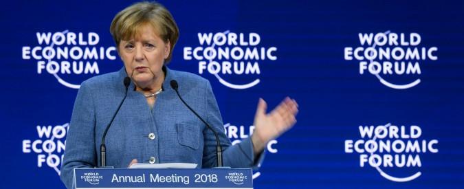 """Davos, Merkel contro Trump: """"Non si va avanti con il protezionismo. Non ha imparato le lezioni della storia"""""""