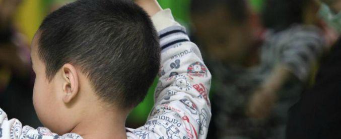 Livigno, bimbo di 5 anni abbandonato tra escrementi di cane: allontanato dai genitori
