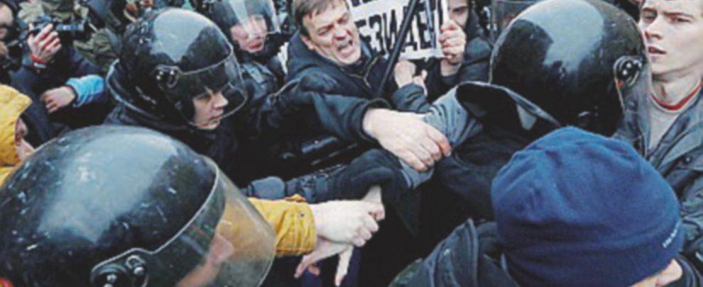 Manifestazioni anti-Putin in Russia, la polizia arresta il leader dissidente Navalny