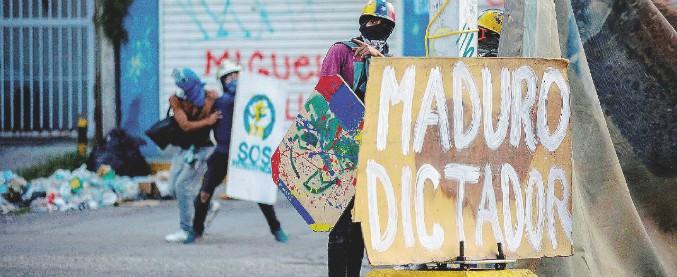 """Venezuela, l'opposizione esclusa dalle prossime elezioni. Ue: """"Grave violazione, deriva autoritaria inaccettabile"""""""