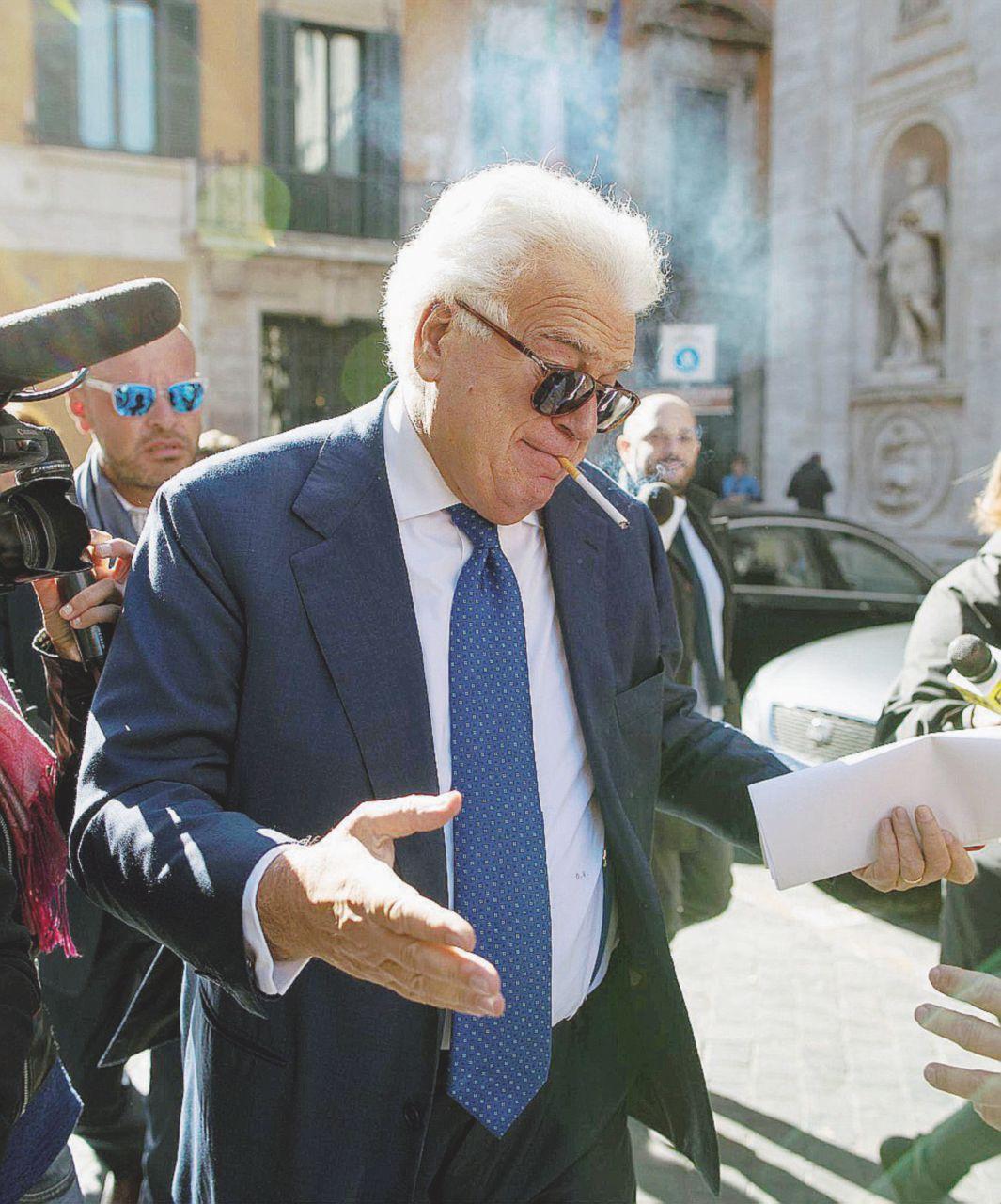 """Elezioni, la resa di Verdini. Sacrificato dal Pd per limitare i danni, resta triste e solitario: """"Che ingrato Renzi"""""""