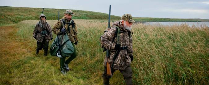 Ha un'agenzia di licenze caccia e intercede col questore per quelle a rischio: il caso del presidente consiglio Trentino (Lega)