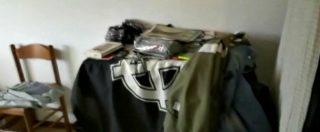Macerata, bandiere con la croce celtica e una copia del Mein Kampf di Hitler: i carabinieri dentro la casa di Luca Traini