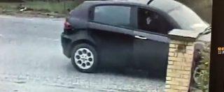 Macerata, il momento dell'agguato di Traini al bar H7: la scena della sparatoria ripresa dalla videosorveglianza