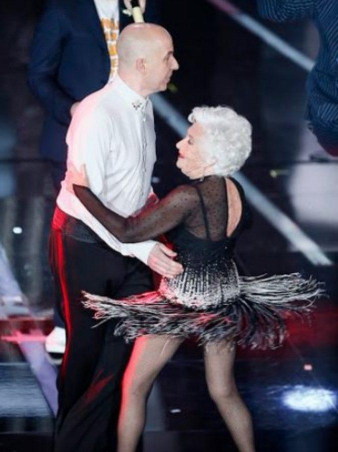 Sanremo 2018, Lo Stato Sociale e la vecchina che balla: per favore ridateci la scimmia di Gabbani