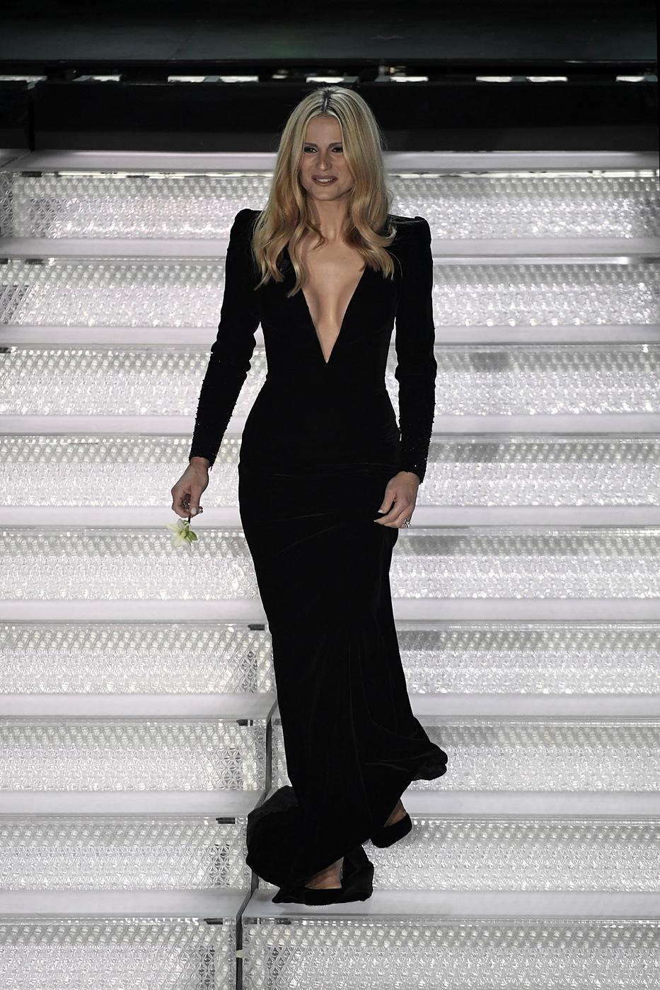 Abiti Eleganti 2018 Armani.Sanremo 2018 Tutti I Look Di Michelle Hunziker Per Adesso
