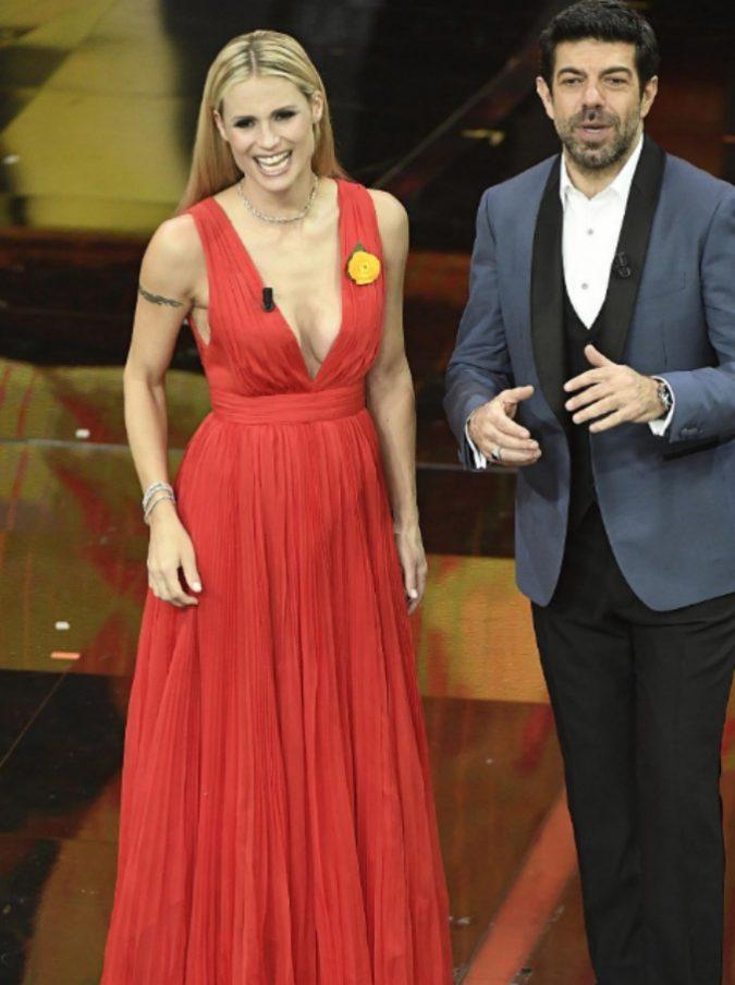 """Sanremo 2018, le pagelle di Martina Dell'Ombra seconda serata: Favino rischia """"l'effetto Renzi"""", Baglioni ha vinto le elezioni"""