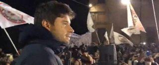 """M5s, Di Battista fa il comizio ad Arcore: """"Berlusconi? Ha pagato Cosa nostra. In un Paese normale dovrebbe stare in galera"""""""