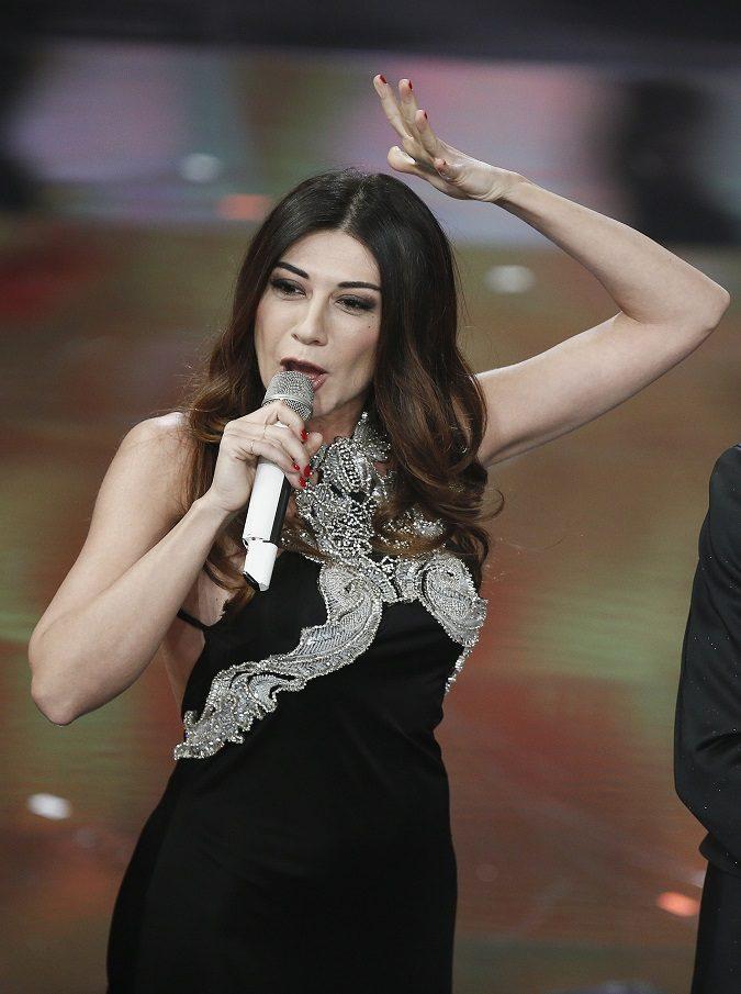 """Sanremo 2019, ora Virginia Raffaele è accusata di satanismo. L'esorcista: """"Ha invocato Satana"""". I politici gli vanno dietro. Salvini: 'Condivido preoccupazioni'"""