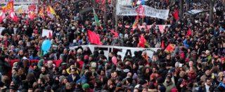 """Macerata, sfilano in migliaia contro il razzismo: """"Siamo in 30mila"""". Gino Strada: """"Italiani migliori dei partiti assenti"""""""