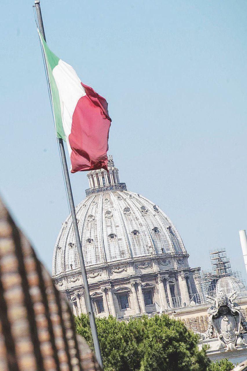 """Il Vaticano ignora l'Italia e si tiene i soldi """"sporchi"""""""