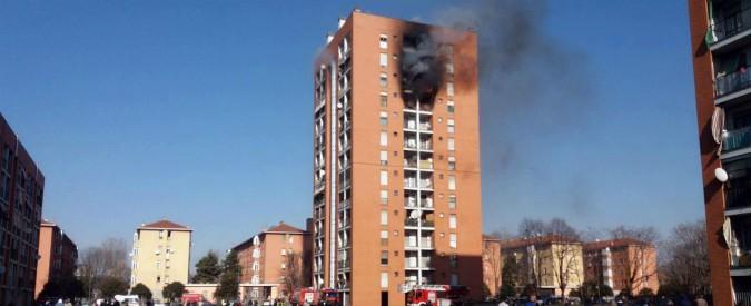 Milano, fiamme in un palazzo. Undici intossicati: un ragazzo di 13 anni in gravi condizioni