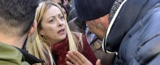 Livorno: sputi, grida e lancio di bottiglia contro Giorgia Meloni. 21 denunce