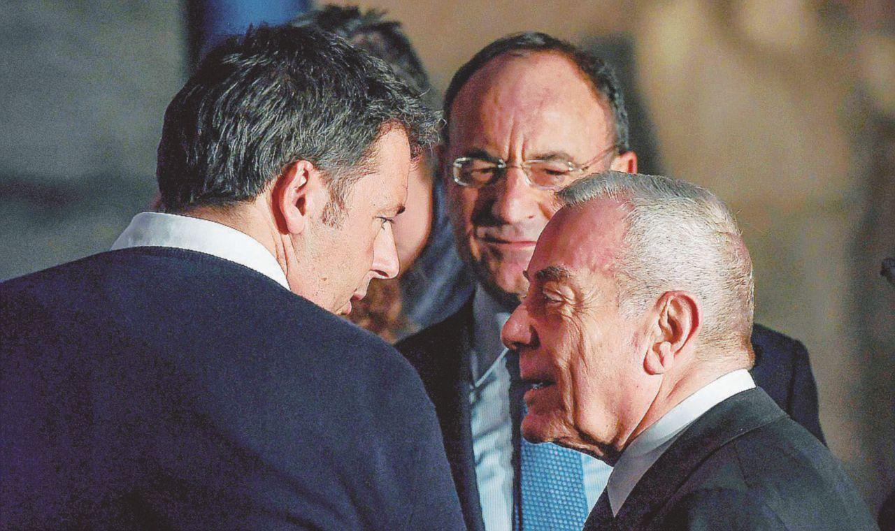 """Gianni Letta: """"Ne ho parlato con Renzi"""". Hanno intercettato il patto del Nazareno"""