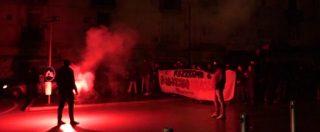 Napoli, comizio blindato per Casapound. Bombe carta e cariche della polizia: fermati 20 attivisti