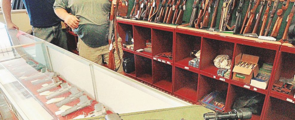 Super sconto per potenziare i fucili, alla faccia delle stragi