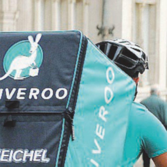 Deliveroo ritira i caschi dei riders: non sono a norma