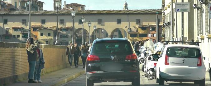 Firenze, pass per parcheggiare ovunque ad Agnese Renzi. Nardella: 'Richiesta della prefettura'. Che smentisce: 'Non ci risulta'
