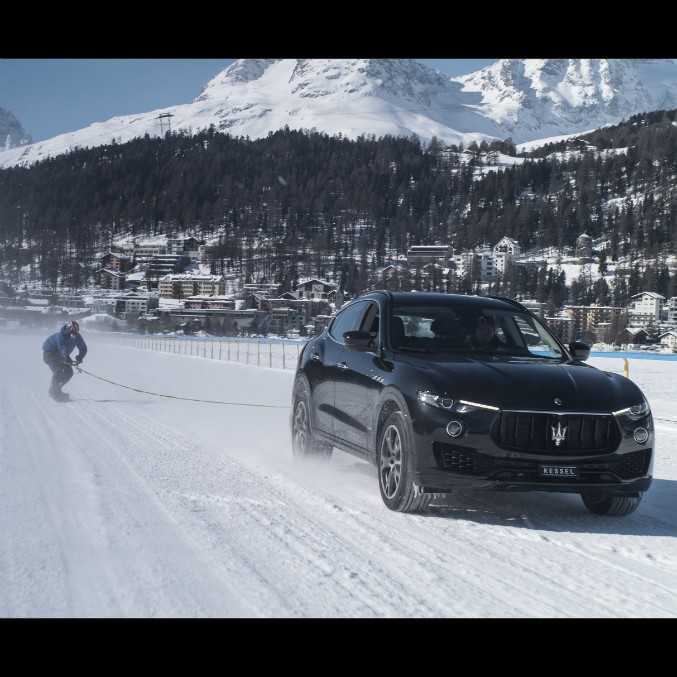 Una Maserati Levante trascina lo snowboarder, è record di velocità – FOTO