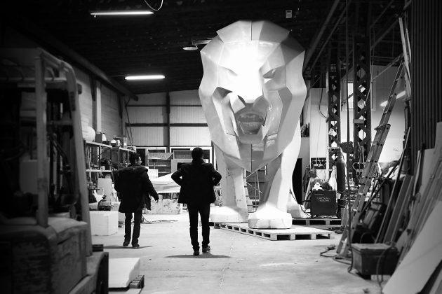 Peugeot, un leone alto 5 metri per celebrare i 160 anni del